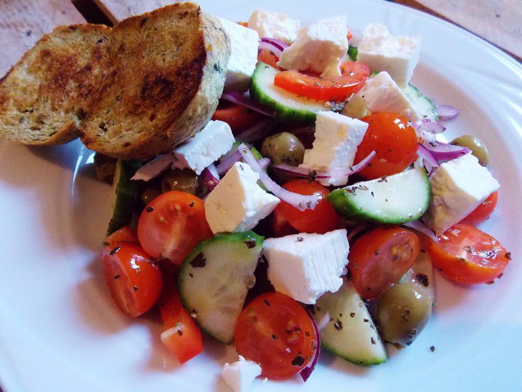 sałatka grecka, pomidor, feta, ogórek