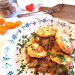 Kotlety z cieciorki z sosem pieczarkowym