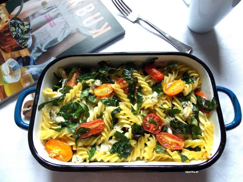 makaron-zapiekany-ze-szpinakiem-serem-i-pomidorami