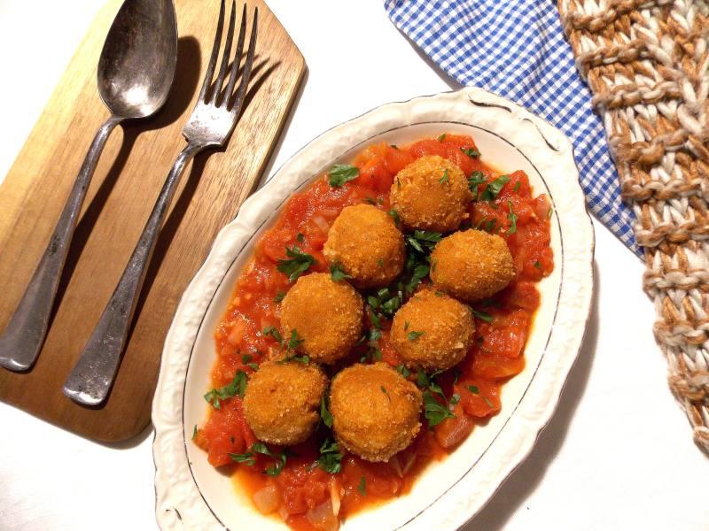pulpeciki-z-cieciorki-na-sosie-pomidorowym