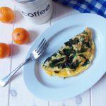 Omlet śródziemnomorski ze szpinakiem i fetą
