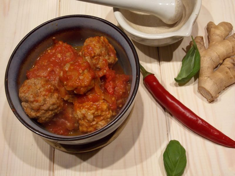 Pulpeciki wieprzowo-wołowe w pikantnym sosie pomidorowym