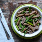 Makaron z wołowiną i zielonymi szparagami