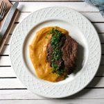 Karczek wołowy z sosem jarzynowo-musztardowym
