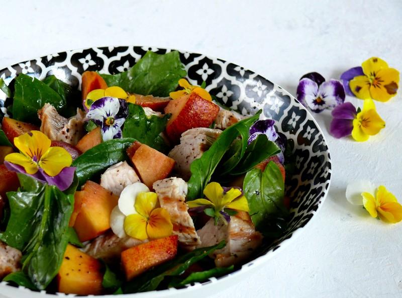sałatka z indyka i nektarynek, sałatka z mięsem i owocami
