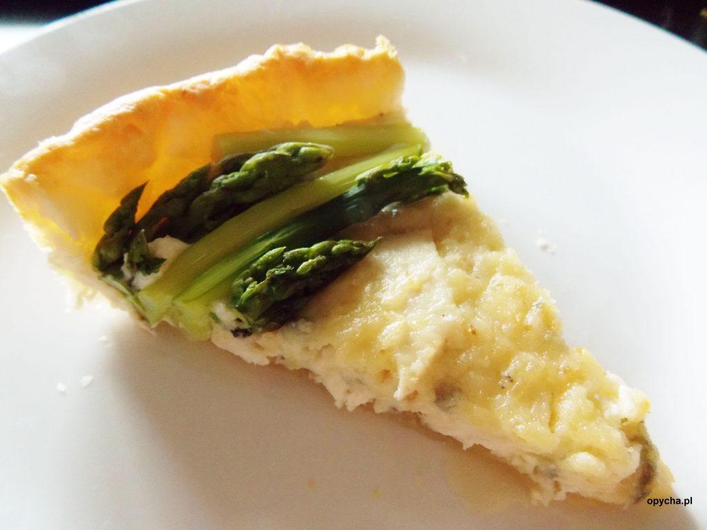 tarta-serowa-ze-szparagami-i-kurczakiem