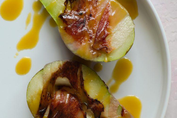 gruszka w szynce z sosem miodowo-musztardowym