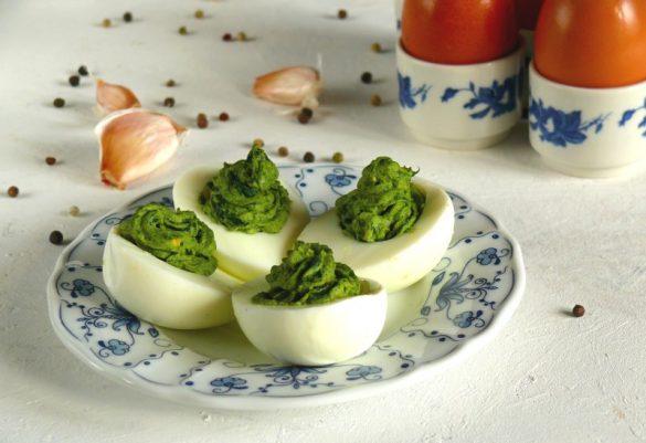 faszerowane jajka ze szpinakiem wielkanoc potrawy z jajek