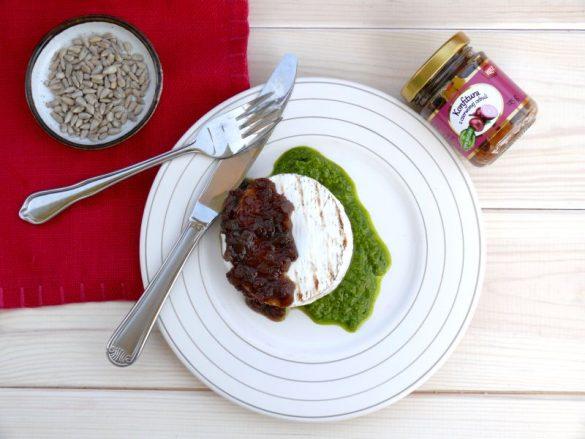 Test konfitury z czerwonej cebuli HOTZ z przepisem na grillowany camembert z konfiturą i pesto z rukoli