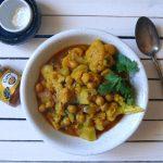 Test pasty curry Hotz z przepisem na wegańskie curry z kalafiorem, ziemniakami i cieciorką