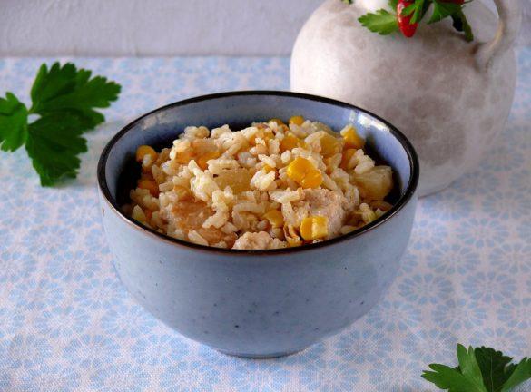 sałatka ryżowa z kurczakiem ananasem i kukurydzą
