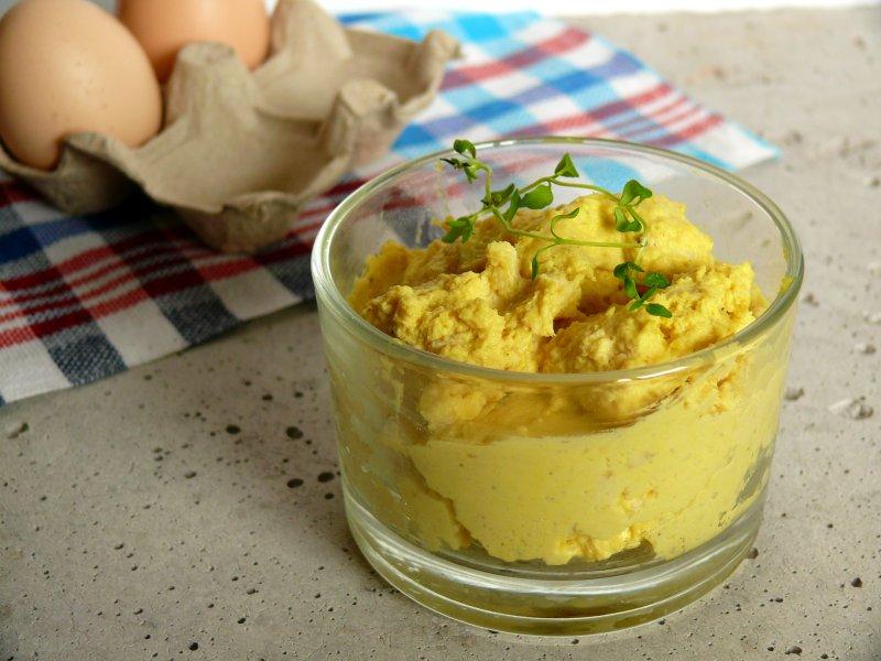 prosta pasta jajeczna, jajka, śniadanie