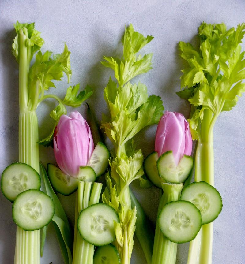 niezbędnik na luty, seler naciowy, tulipany, swieży ogórek