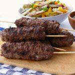 Aromatyczne szaszłyki z mielonego mięsa wołowego a'la kofta