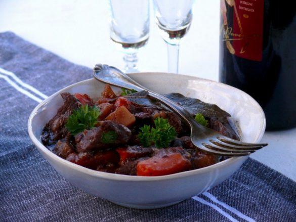 prosta i pyszna wołowina w winie bez pieczarek nie po burgundzku
