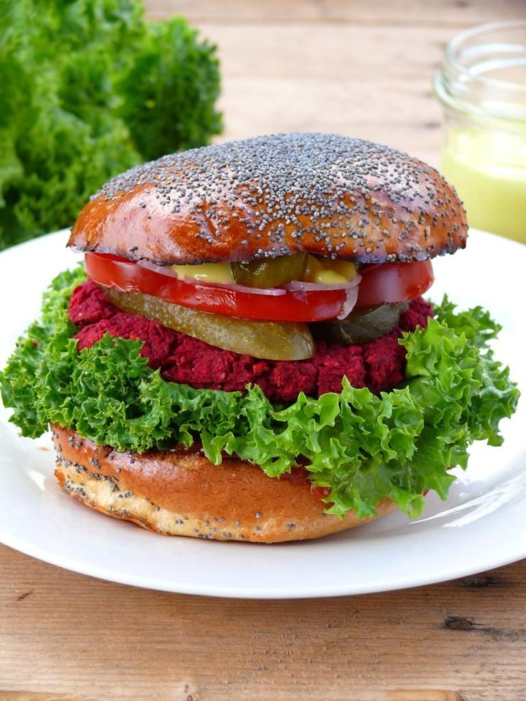 mega burger wegański z cieciorki i buraka