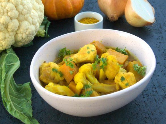 jesienny kurczak curry z dynią i kalafiorem na obiad, prosty