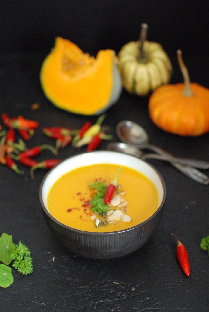 zupa krem dyniowa z dyni z curry, mleczkiem kokosowym, sokiem z pomarańczy