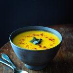 Zupa krem z dyni o smaku serowym (wersja wegańska)