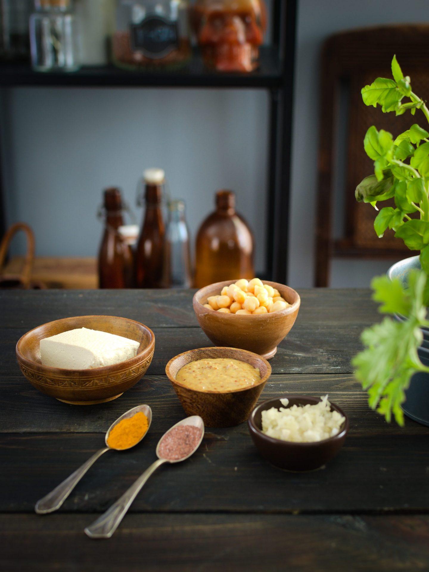 pasta-bezjajeczna-prosty-przepis-z-cieciorki-i-tofu