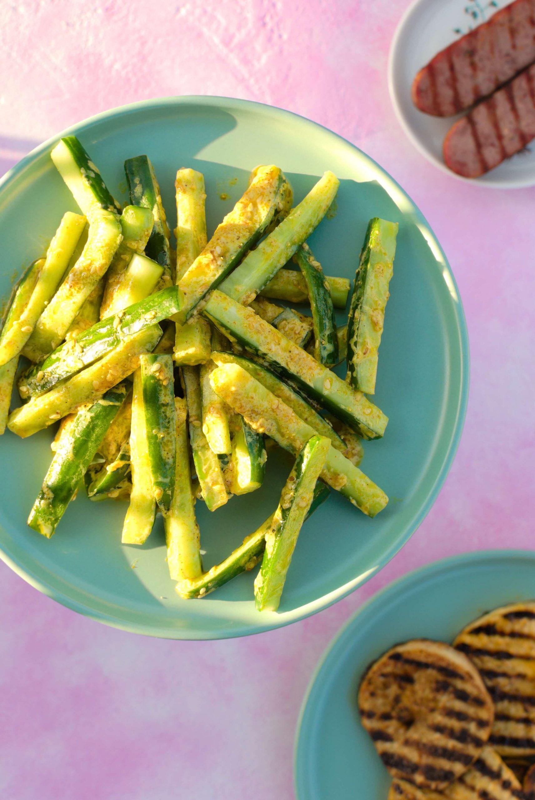 Sałatka ze świeżych ogórków -dobra do grilla i nie tylko!