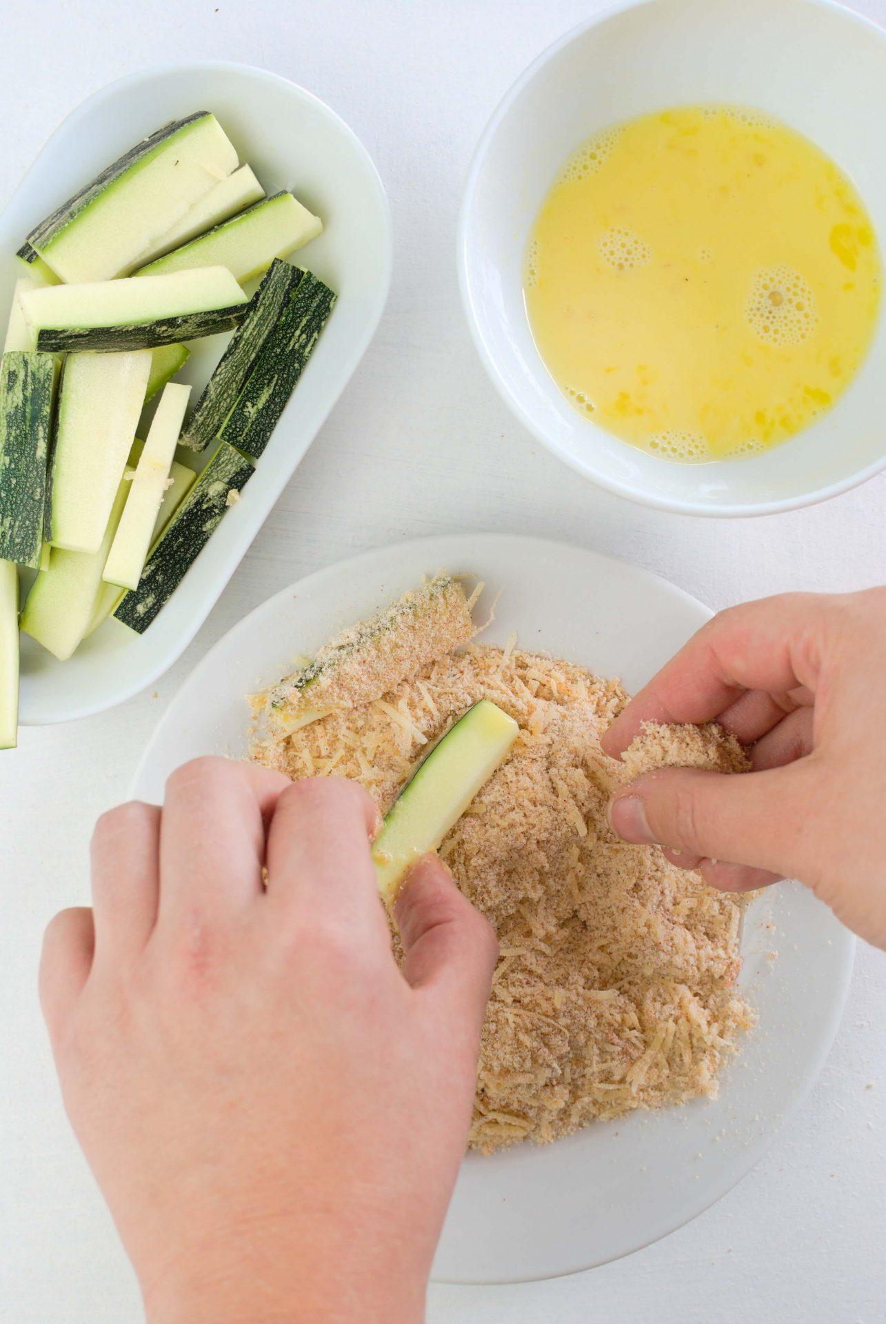 Jak zrobić frytki z cukinii z serem?
